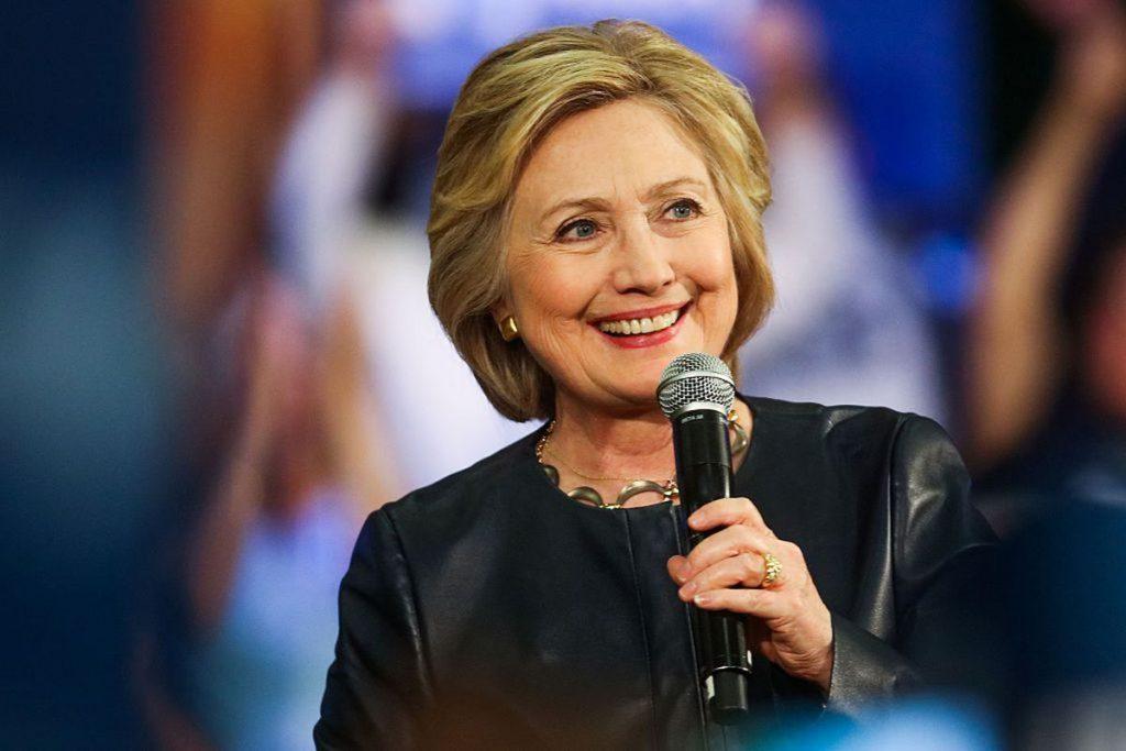 Bà Hillary Clinton, bằng tiến sĩ luật